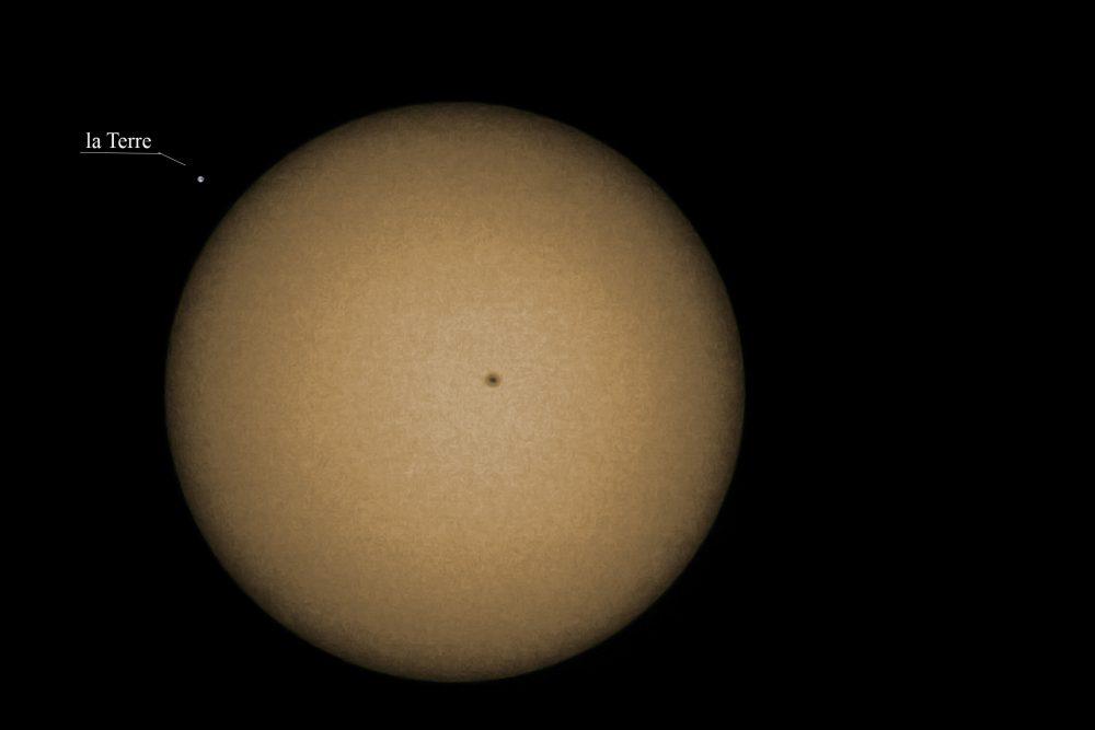 Soleil avec une tache solaire