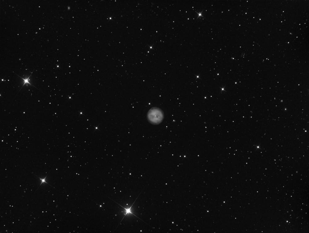 Messier 97 N&B