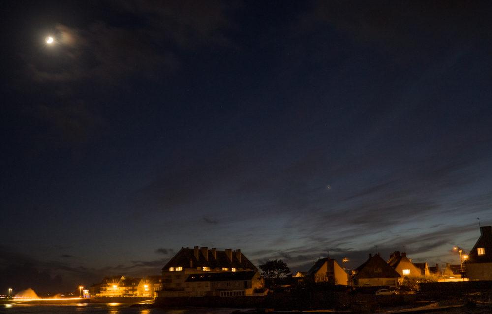 """Le """"baiser de Noël"""", Jupiter et Saturne (et la Lune)"""