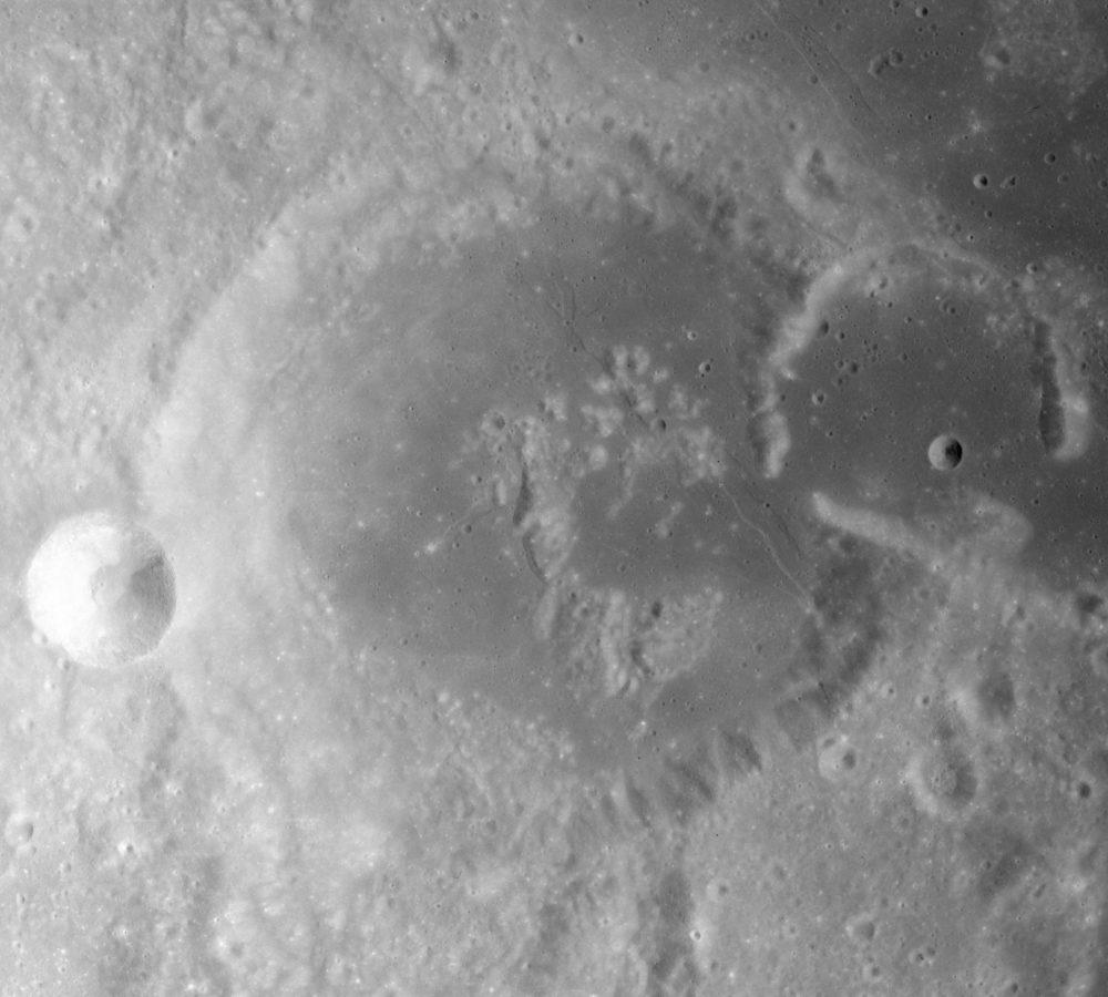 Gutenberg_crater_AS16-M-0141