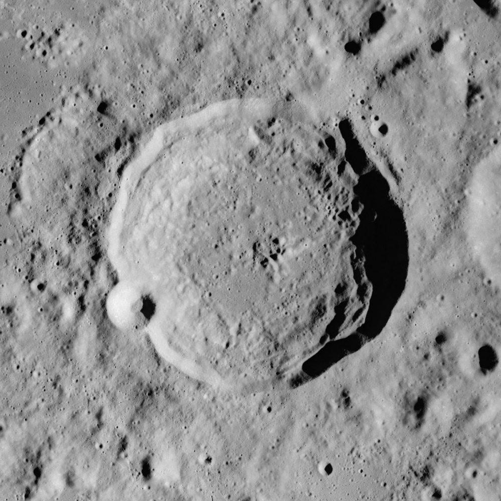 Macrobius_crater_AS17-M-0296